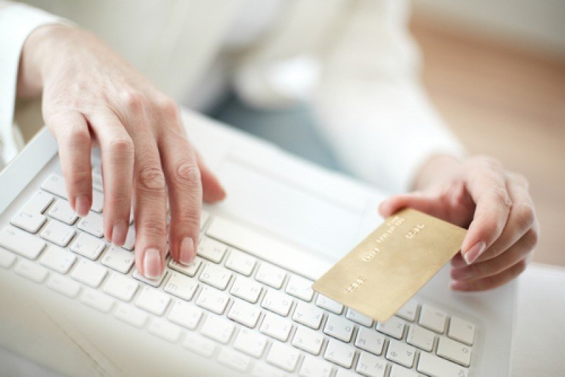 Los datos de la CMT contabilizan las compras realizadas por Internet mediante tarjeta de crédito o débito. #shu#
