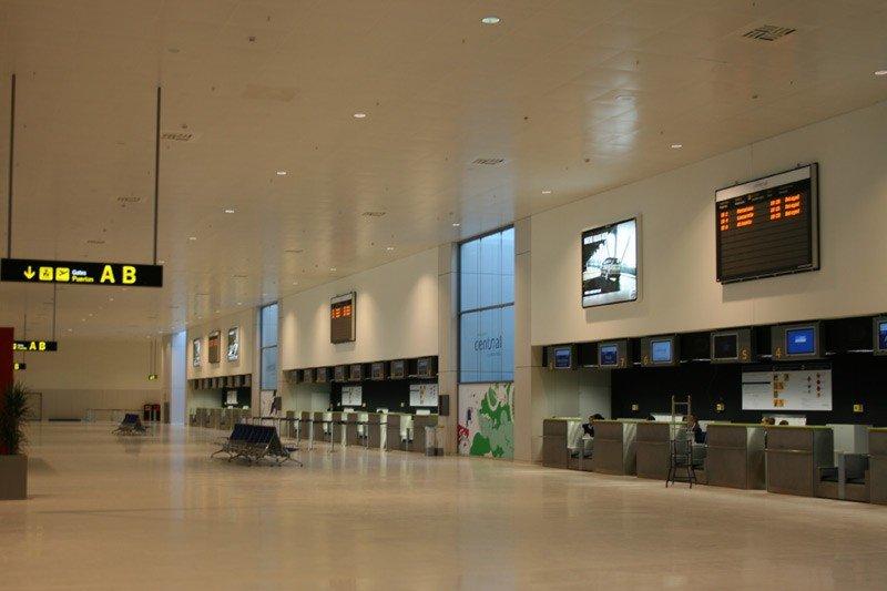 El hall del Aeropuerto de Ciudad Real nunca estuvo mucho más ocupado.