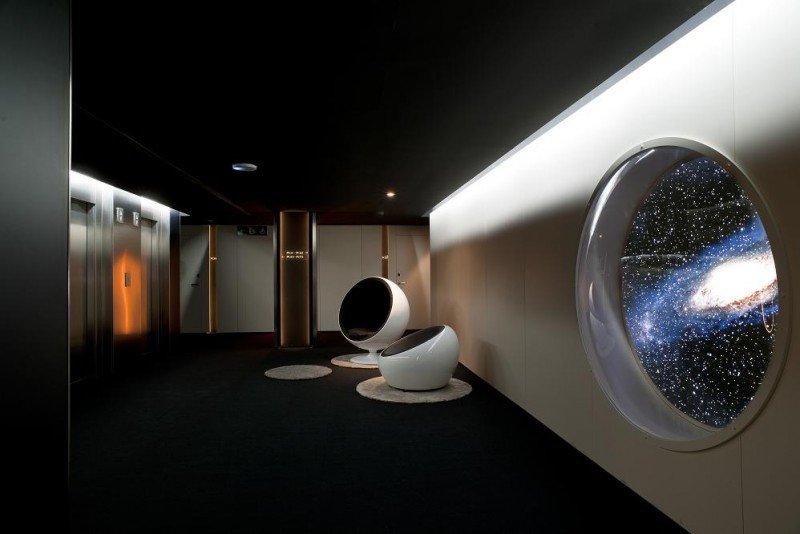 El ambiente galáctico está presente en las zonas comunes del hotel.