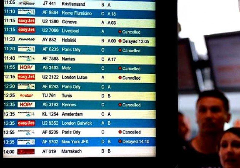 Cancelan 1.800 vuelos en la primera jornada de huelga de controladores franceses