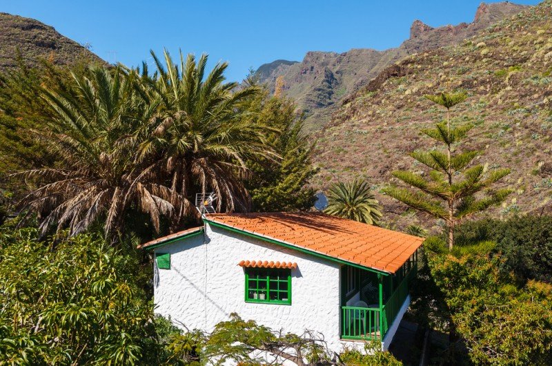 EscapadaRural sólo incluye los alojamientos registrados en Turismo y Toprural entiende que los propietarios que aparecen en su web cumplen con la legalidad vigente. #shu#