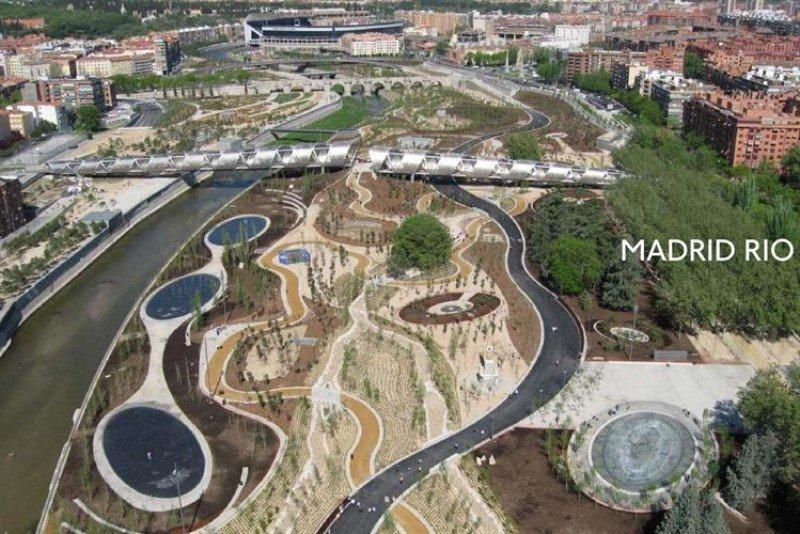 Madrid Río albergará un hotel de 27 plantas, un centro comercial y un aparcamiento de 1.500 plazas.