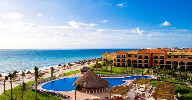 El Ocean Coral y Turquesa de H10 Hoteles, situado en primera línea de playa en Puerto Morelos, Riviera Maya.