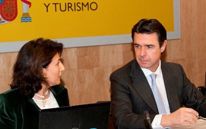La secretaria de Estado de Turismo, Isabel Borrego, y el ministro de Industria, Energía y Turismo, José Manuel Soria.