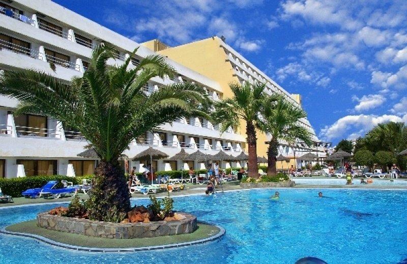 El hotel cuenta con 400 habitaciones.