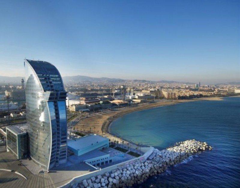 El Hotel Vela supuso una inversión de 200 M €, además de otros 60-80 millones invertido por el Puerto de Barcelona.