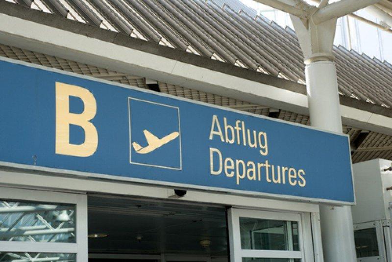 Señal de salidas en el aeropuerto de Munich. #shu#