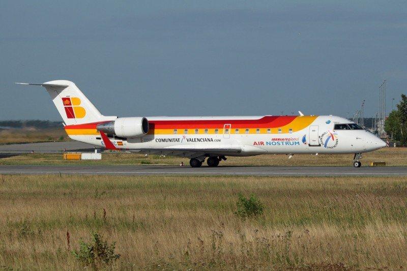 Air Nostrum recorta el salario un 35% a los comandantes y un 25% a los copilotos