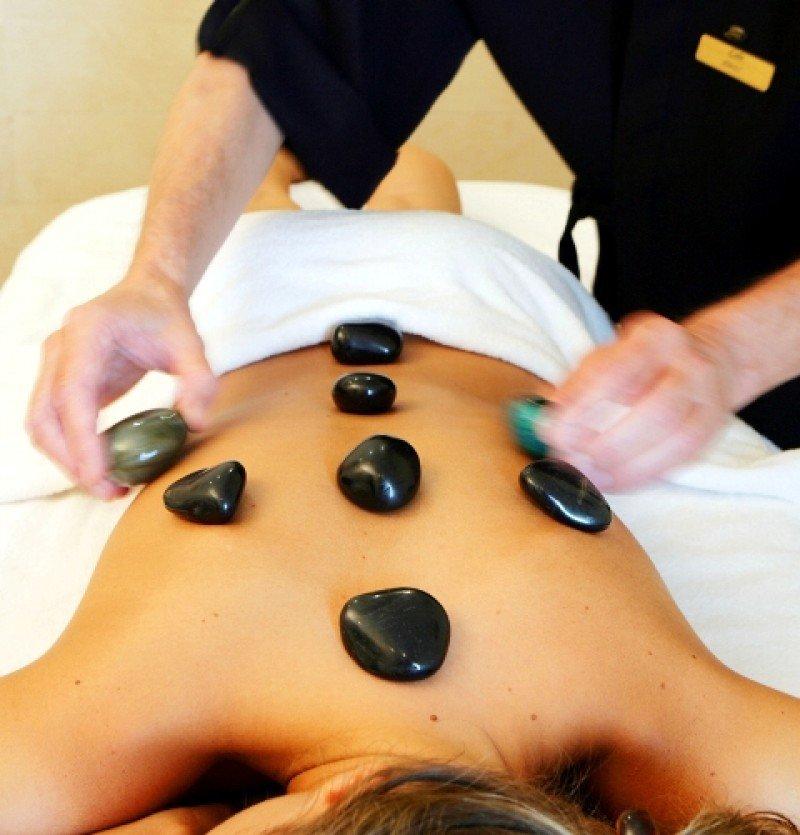 Numerosos hoteles ofrecen circuitos termales, spa, tratamientos de belleza, etc.