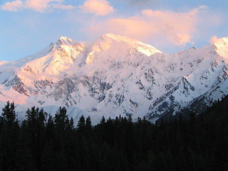La montaña Nanga Parbat y la zona que rodea la cumbre atrae numerosos montañistas durante los meses de verano.