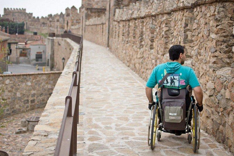 La muralla de Ávila está adaptada para el turismo accesible.