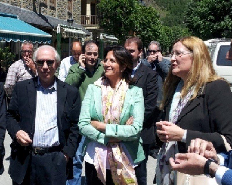 Isabel Borrego visitó ayer el valle de Benasque, que sufrió inundaciones la semana pasada. Foto: Dirección de Comunicación del Gobierno de Aragón.