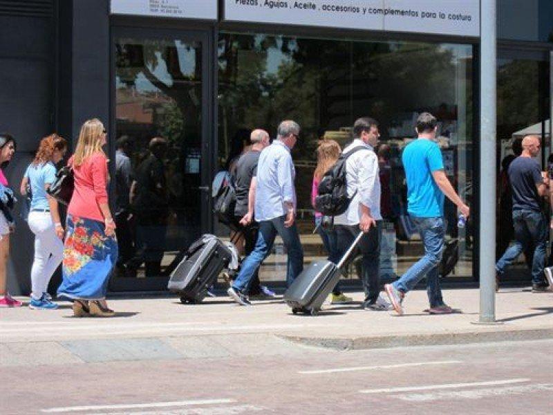 Los españoles controlan mucho más el gasto en sus viajes.