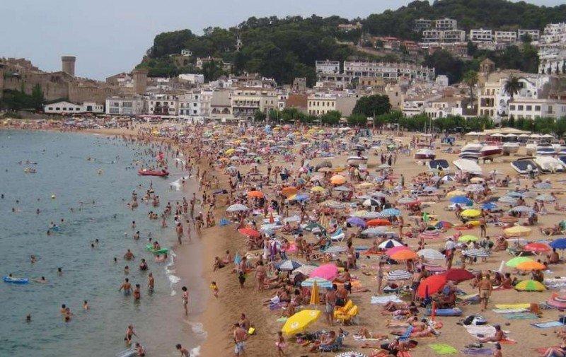 Los turistas prolongan su estancia en nuestro país.