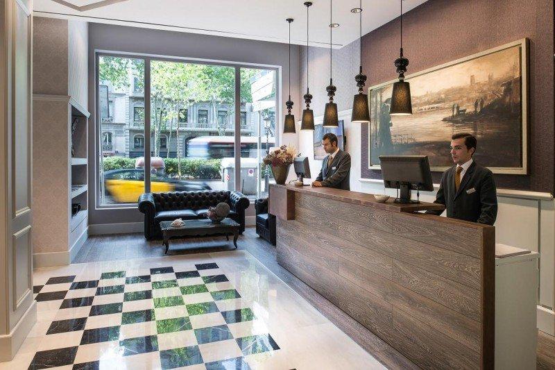 Hoteles Catalonia ha recuperado la antigua sede de Codorníu en Barcelona para albergar su nuevo 4 estrellas superior.