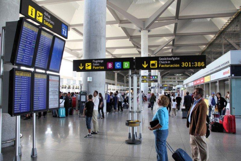 Pasajeros en el aeropuerto de Málaga. #shu#