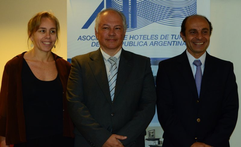 Gabriela Ferrucci (tesorera AHT); Carlos Montaldo (presidente AHT); Aldo Elías (Vicepresidente II).