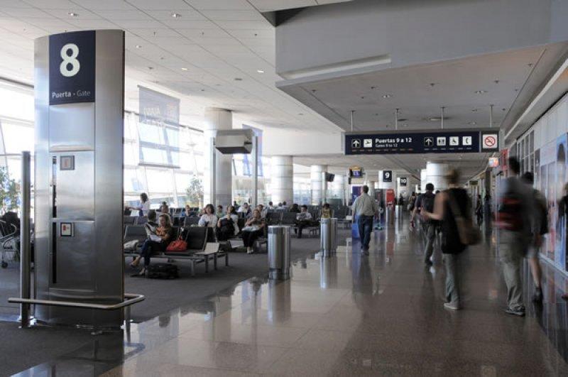 Viajes de argentinos al exterior aumentaron 15,2% en abril