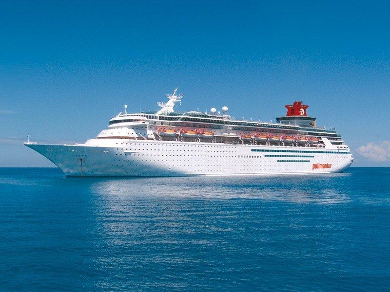El buque Monarch, de Pullmantur, recorre una nueva ruta en el sur del Caribe
