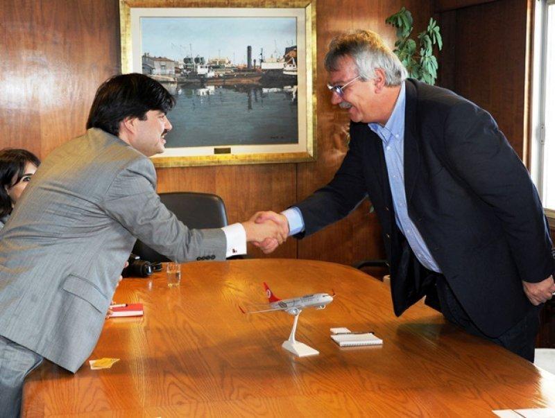 Ministro Pintado junto a Mustafá Dogan, de Turkish Airlines