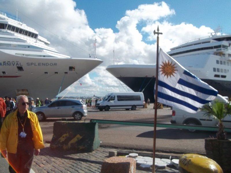 Cruceristas en Montevideo
