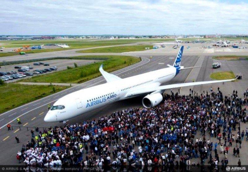 El A350 XWB completó con éxito su primer vuelo de prueba de cuatro horas y cinco minutos.