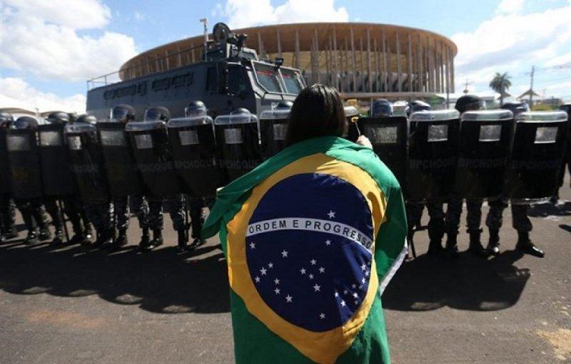 Incidentes y represión llegaron a las puertas de los estadios