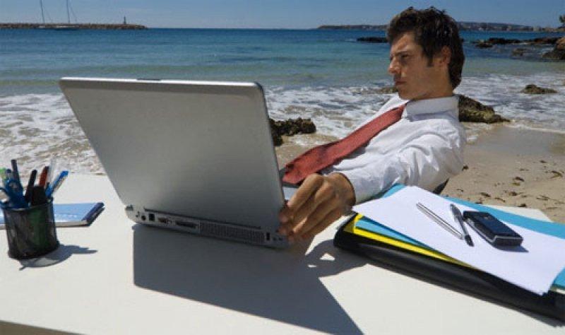 El 14% de los brasileños consulta constantemente su correo electrónico durante vacaciones.