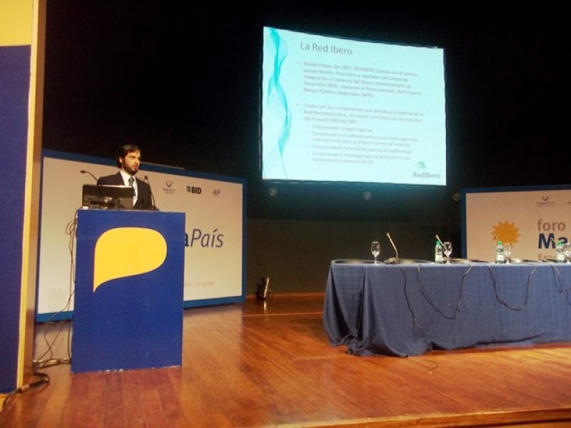 César Freund durante su presentación en nombre de Red Ibero
