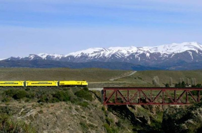El Tren Patagónico recorre 827 kilómetros, uniendo Viedma con Bariloche.