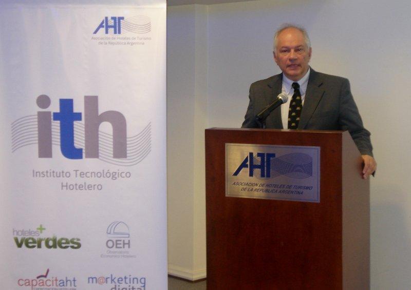 El Instituto Tecnológico Hotelero fue presentado por el presidente de la AHT, Carlos Montaldo.
