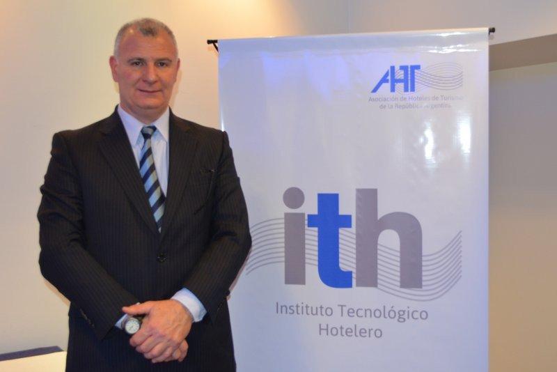 Sergio González tras la presentación del Instituto Tecnológico Hotelero.