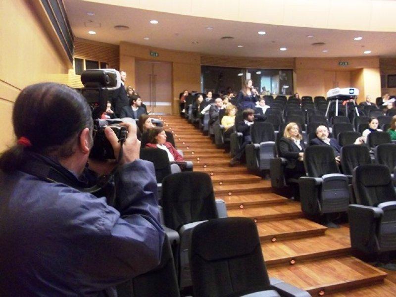 Expositores y público participaron en el debate de la jornada final