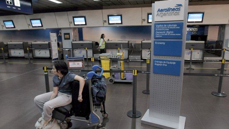 La pasajera tuvo que esperar 56 horas la salida de un vuelo.