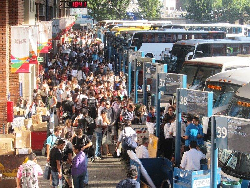 Unos 1.200 ómnibus entrarán o saldrán cada día en la terminal de Tres Cruces