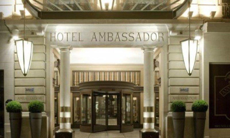 El París Marriott Opera Ambassador, construido en 1927, cuenta con 298 habitaciones, nueve salas de reuniones y 630 metros cuadrados para eventos.
