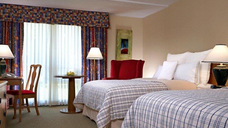 El hotel cuenta con 120 habitaciones.