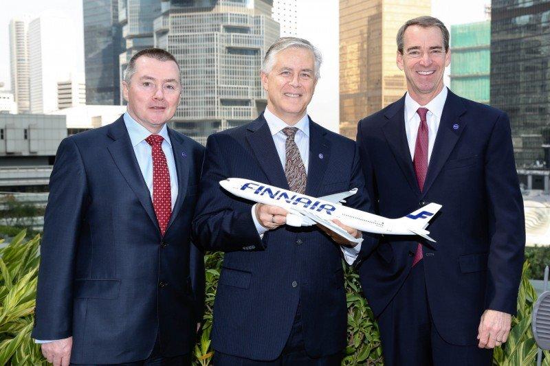 (Izq. a Da.) Willie Walsh, CEO de IAG (Iberia y British Airways); Allister Paterson, VP Comercial de Finnair; y el CEO y presidente de American Airlines, Tom Horton.