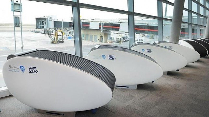 Las nuievas camas cápsula (go-to-sleep) en el Aeropuerto de Abu Dhabi.