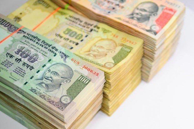 La rupia se ha mantenido débil.