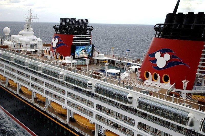 Disney Cruise Line destaca en entretenimiento y alimentación.