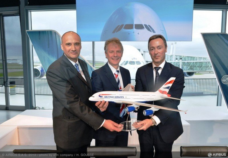 (Izq. a Da.) Eric Schulz, de Rolls Royce; Keith Williams, de British Airways; y Fabrice Brégier, de Airbus.