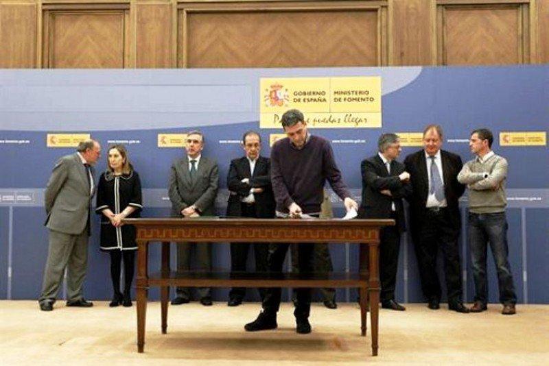 El pasado 14 de marzo, en la sede del Ministerio de Fomento, Iberia y ocho sindicatos firmaron el acuerdo de mediación. El Sepla estuvo entre los no firmantes.