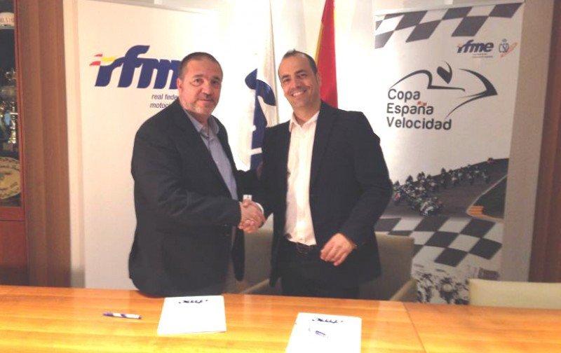 el secretario general de la RFEM, Julián Martínez Flores, y el director nacional de Eventos Deportivos de Halcón, Juan José Hernández.