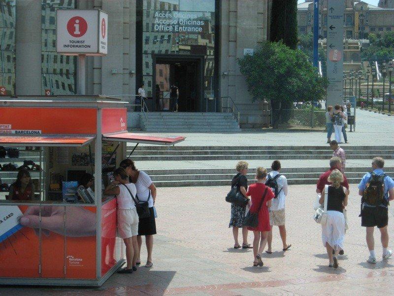 Punto de información a los turistas en Barcelona.