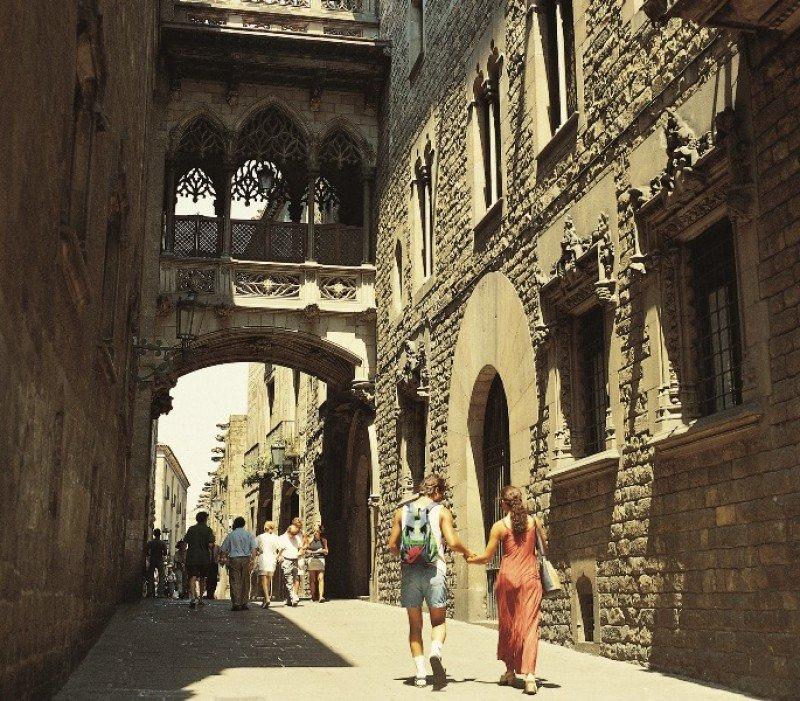 Calle del Bisbe, Barcelona. Foto: Turisme de Barcelona / Espai d'Imatge.