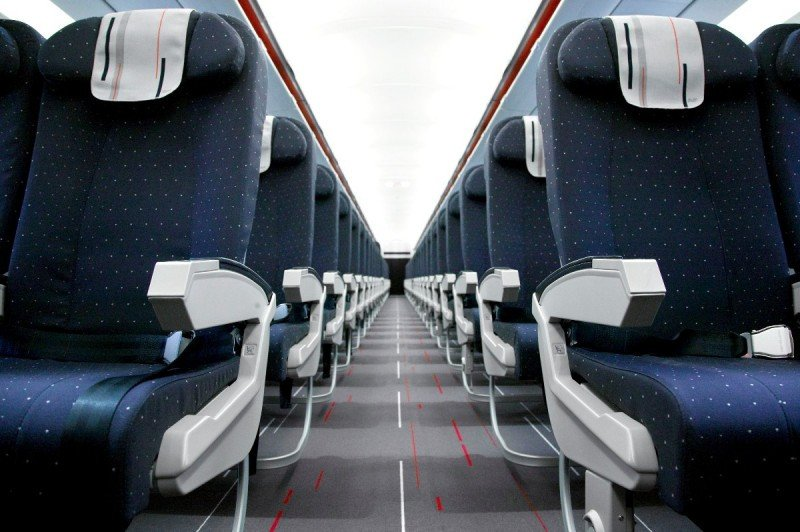 El pasajero ahora paga prácticamente por un asiento en un avión. Por cualquier otro servicio, le cobrarán un recargo.