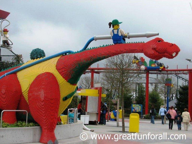 Inspirado en los juegos LEGO, el primer parque Legoland se encuentra en la ciudad de Billund, Dinamarca.