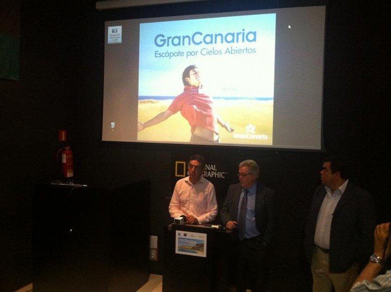 De izq. a dcha, Ricardo Fernández, José Miguel Bravo de Laguna y Melchor Camón en la presentación de la campaña de Gran Canaria con Barceló Viajes.