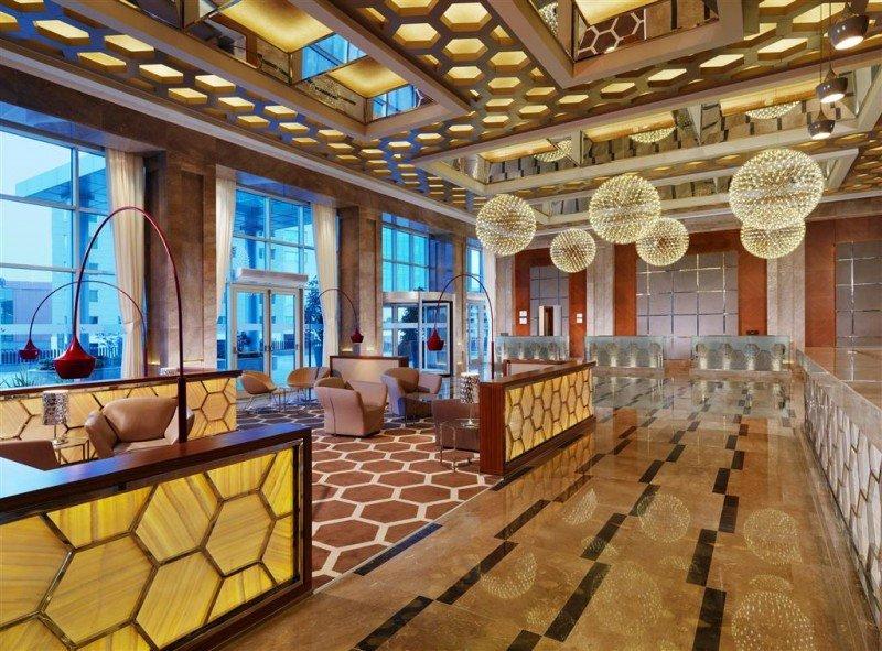 Los elementos hexagonales con que está decorado el Sheraton Bursa están inspirados en el Imperio Otomano.